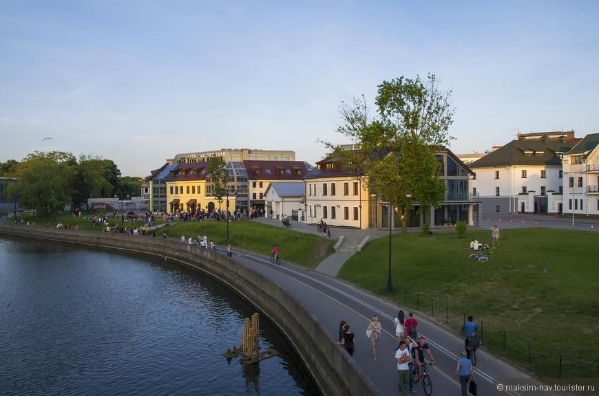 Это историческая часть города, хотя все строения воссозданы заново, после Великой Отечественной Войны в городе практически не осталось ни одного целого строения.