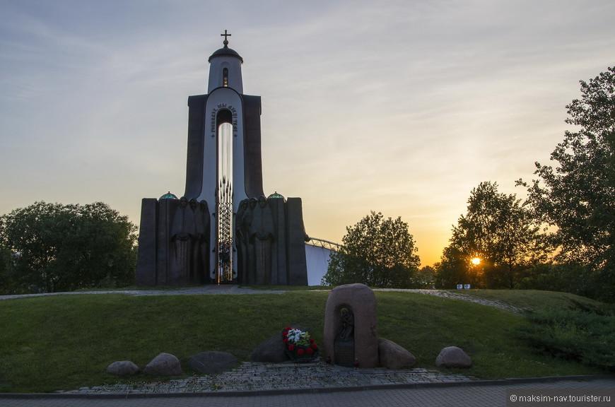 Остров Мужества и Скорби или Остров Слёз это небольшой, но трогательный мемориальный комплекс, посвящённый белорусским воинам-интернационалистам, павшим в Афганистане.