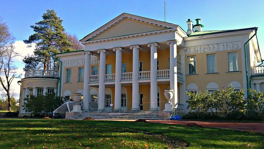 Усадебный дом, построенный в конце XVIII века, когда Горками владели дворяне Спасителевы. В начале ХХ в. он был перестроен и реконструирован архитектором Шехтелем.