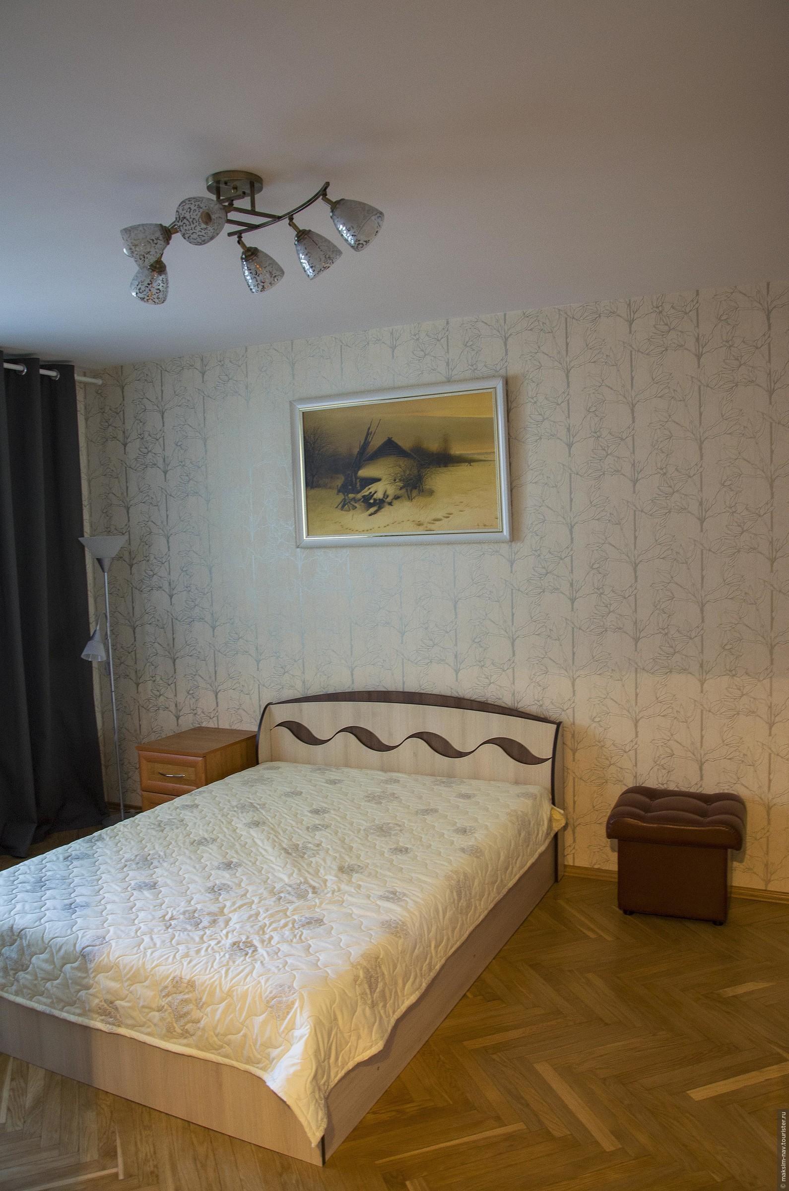 Быстренько бросив вещи и умывшись мы отправились осматривать город. Кстати, квартира оказалась вполне достойной - уютная, просторная и чистая и на кухне всё необходимое было. , Один день в Минске.