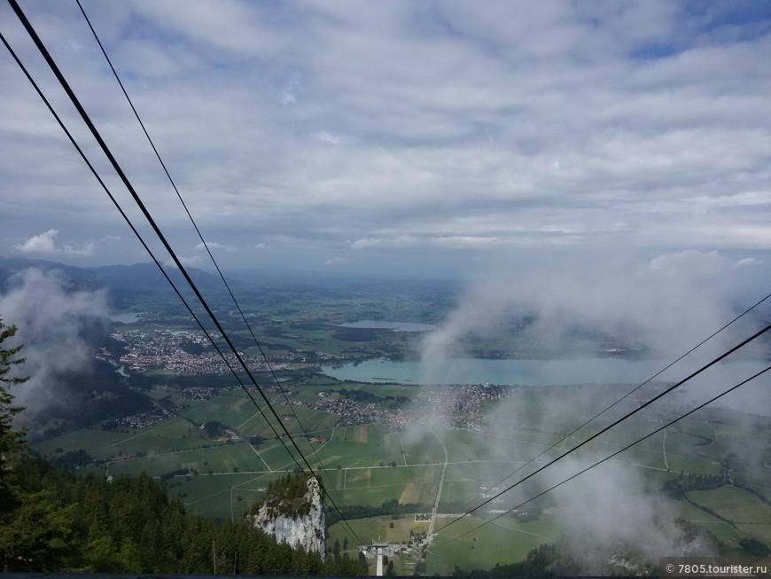 гора Тегельберг 1837 м , по канатке , вдалеке слева - г. Фюссен и озеро Форгензее