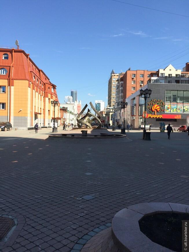 уральский арбат. пешеходная улица через центр города - от собора Александра невского, постройки 1814 года, до памятника ленину и главной площади, где расположена мэрия и станция метро.
