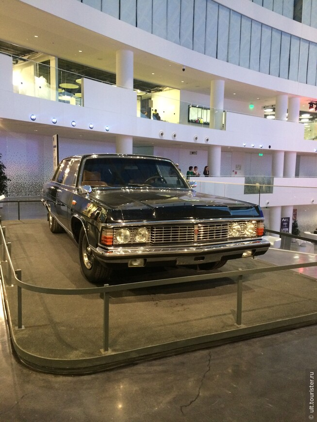 музей Бориса Ельцина, первого президента России. интересно. он же дал отпор горбачеву.