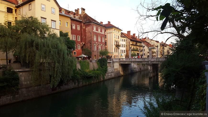 Река Любляница очень украшает город. Справа от Тройного моста располагается Цанкарьева набережная (Cankarjevo nabrezje), которая переходит в Галлусову (Gallusovo),