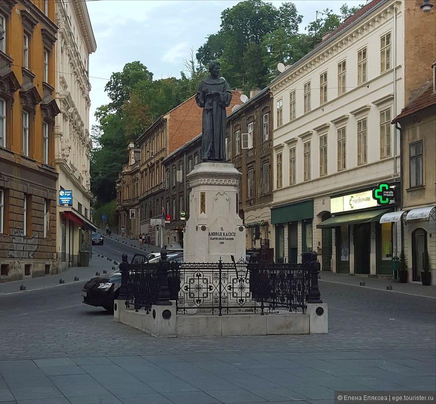 Памятник  все на той же улице,  Andriji Kačiću  (1704 – 1760) - хорватский поэт и францисканский монах, пытался распространить грамотность и современные идеи среди простых людей.