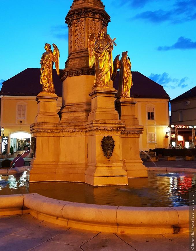 а внизу — 4 ангела, олицетворяющие Веру, Надежду, Целомудрие и Покорность. Автор скульптур австрийский скульптор Фернкорн.