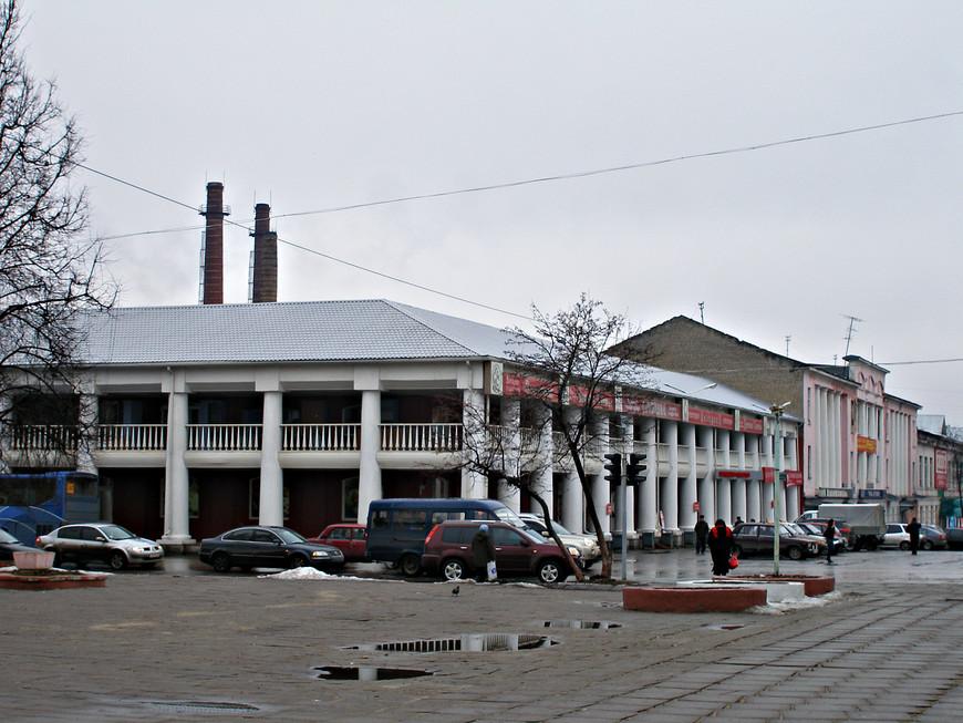 Торговые ряды.  Построенные Мальцевыми в середине XIX в., они оформили центр города.