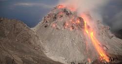 После извержения вулкана в Индонезии пропали без вести 130 туристов