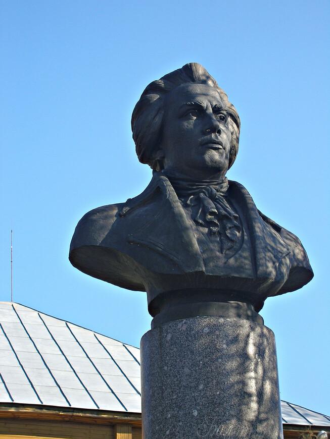 Так выглядел Болотов в 1762 г., когда в звании капитана вышел в отставку и вернулся в свое имение. К этому времени он уже немало пережил: участвовал в Семилетней войне, четыре года (1757-1761) прослужил в Пруссии (в Кенигсберге), в царствование Петра III был откомандирован в Петербург, где близко сошелся с будущими участниками переворота 1762 г.  (он был большим приятелем Григория Орлова). Все это красочно описано Болотовым в его мемуарах.
