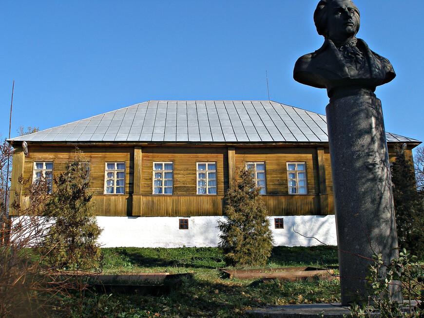 Впрочем, и без этого памятника имя его, конечно, не будет забыто. Во-первых, благодаря его замечательным мемуарам.  А во-вторых, благодаря великолепному Богородицкому  имению Екатерины II, которым Болотов управлял два десятилетия (с 1776 по 1796 гг.). Но Богородицк мы посетили только два года спустя (http://vladkonst.tourister.ru/photoalbum/27971).