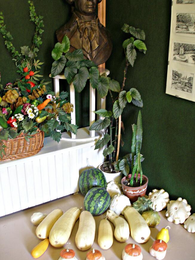 Нынешний музей не порывает агрономических традиций. На территории возрожденной усадьбы есть огород и сад.