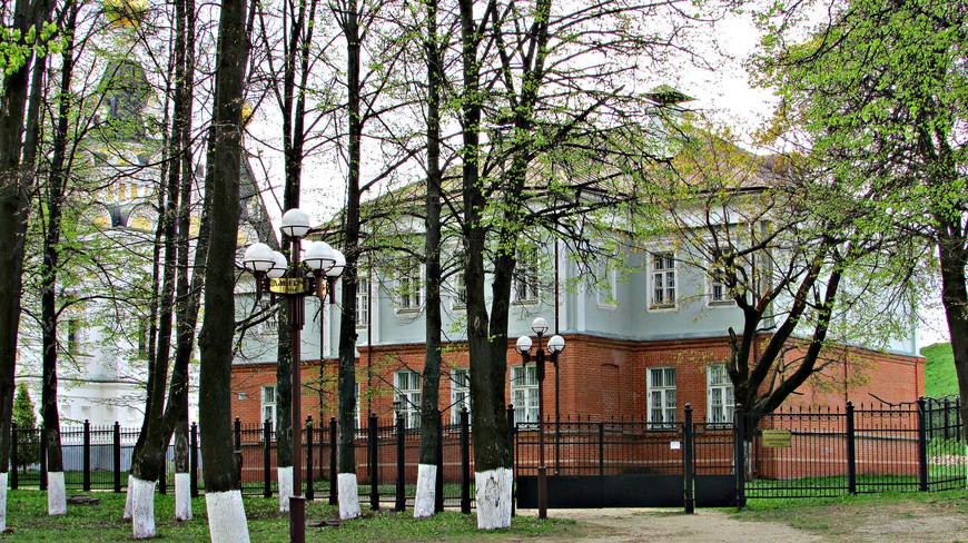 """Здание музея """"Дмитровский Кремль"""". К сожалению, в связи с праздниками он был закрыт."""