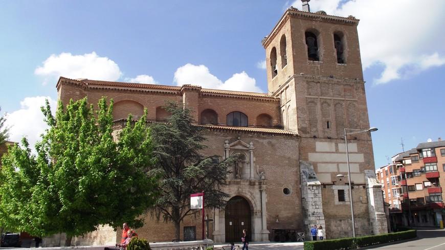 Церковь Святого Михаила, расположенная прямо напротив места, где в средние века находилась городская ратуша. Самая старая часть этой церкви выполнена в традиционном для Испании стиле мудехар.