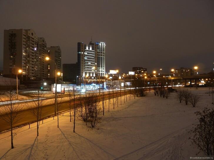 Перекресток Октябрьской магистрали и ул. Ипподромской
