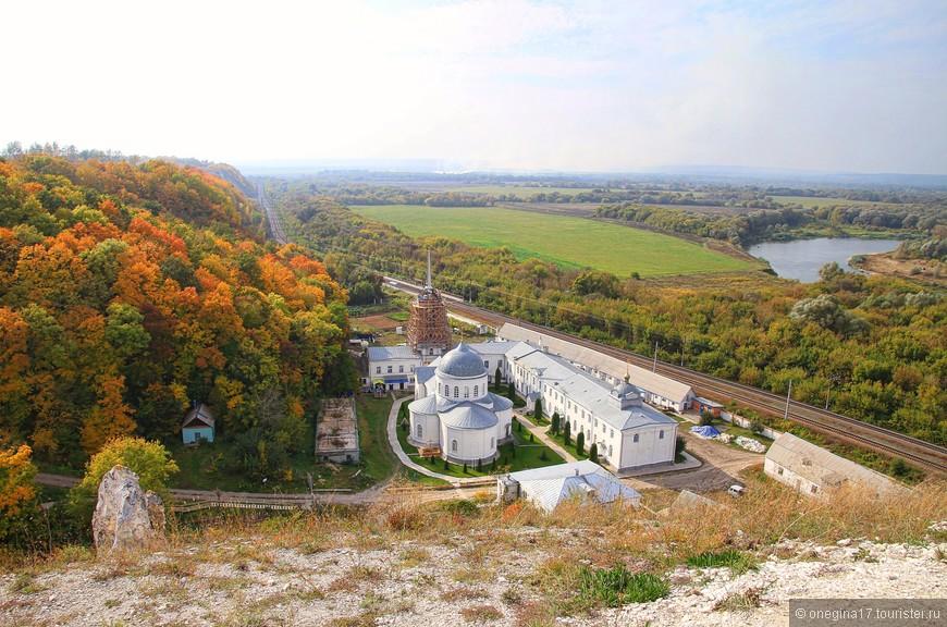Дивногорский монастырь. Говорят, иконы здесь творят настоящие чудеса.