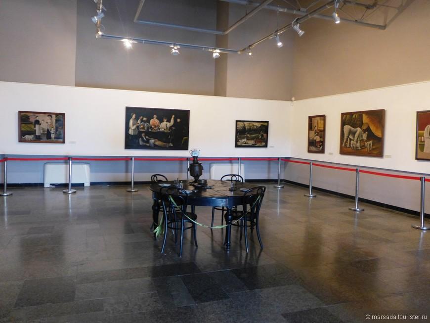 в первом зале - оригиналы картин Пиросмани