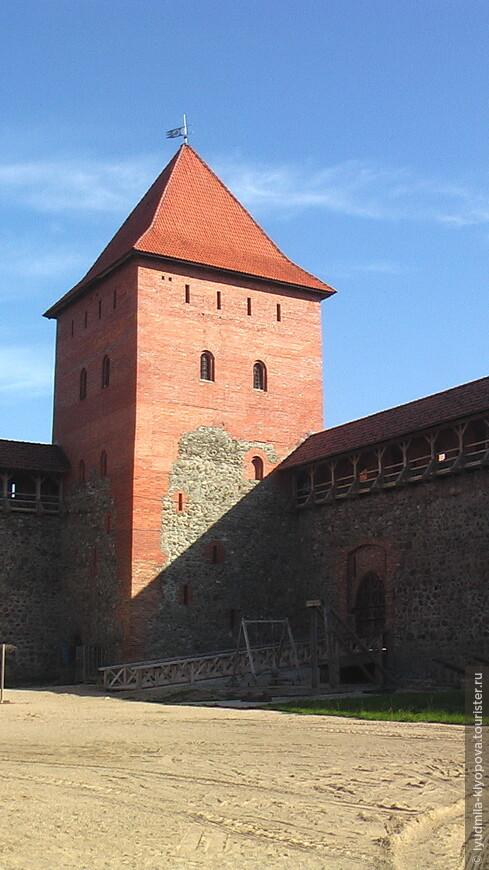 За свою историю замок выдержал множество битв и осад. В XVIII в. он утратил свое стратегическое значение и начал постепенно разрушаться. В 1891 году центральная часть города Лида сильно пострадала при пожаре и камни из юго-западной башни и части западной стены замка были использованы для восстановления зданий, пострадавших от огня.