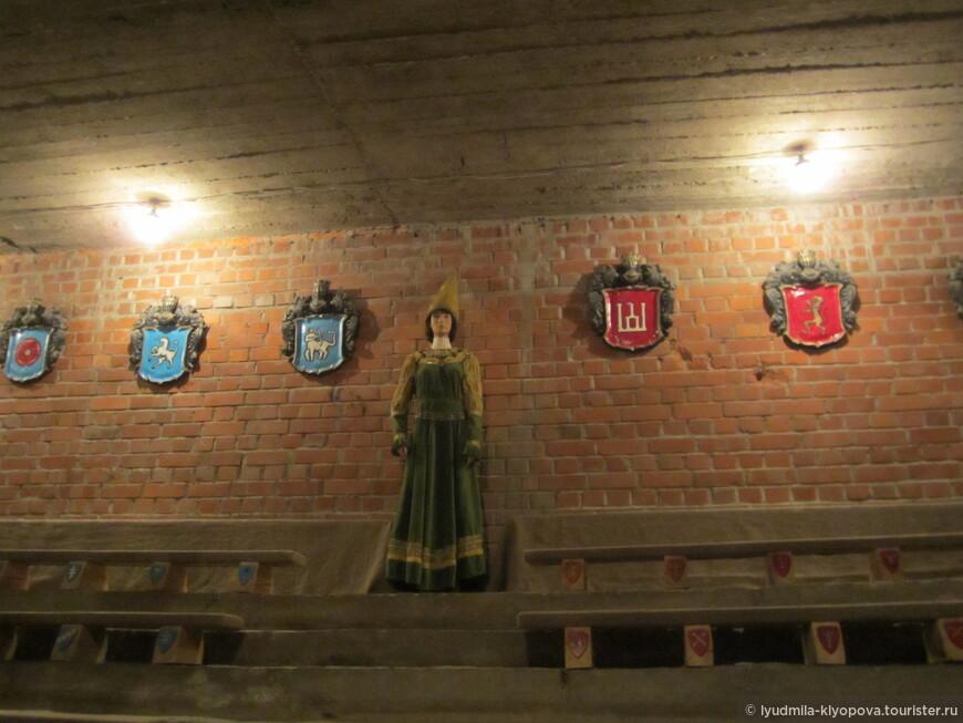 Легендарным событием в истории замка было бракосочетание 71-летнего Ягайло с 17-летней Софией Гольшанской, праздновавшееся здесь в 1422 году. Софья родила ему 3 сыновей. Рождение последнего сына было настоящим скандалом, так как пошли слухи, что ребенок не от Ягайла. Но София поклялась в своей невиновности. После того, как сыновья выросли, все убедились, что они очень похожи на Ягайлу… А сцена со свадьбой короля Ягайло и Софьи Гольшанской стала самым популярным театрализованным представлением в Лидском замке.