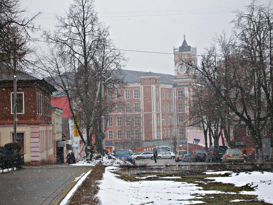 Здание бумагопрядильной фабрики братьев Хлудовых, известных местных предпринимателей XIX века.