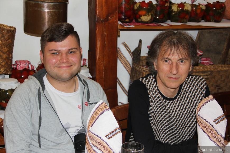 А вот, с обаятельной улыбкой Чеширского кота, Денис Миронов- инициатор нашей встречи рядом с Владимиром Олейником.