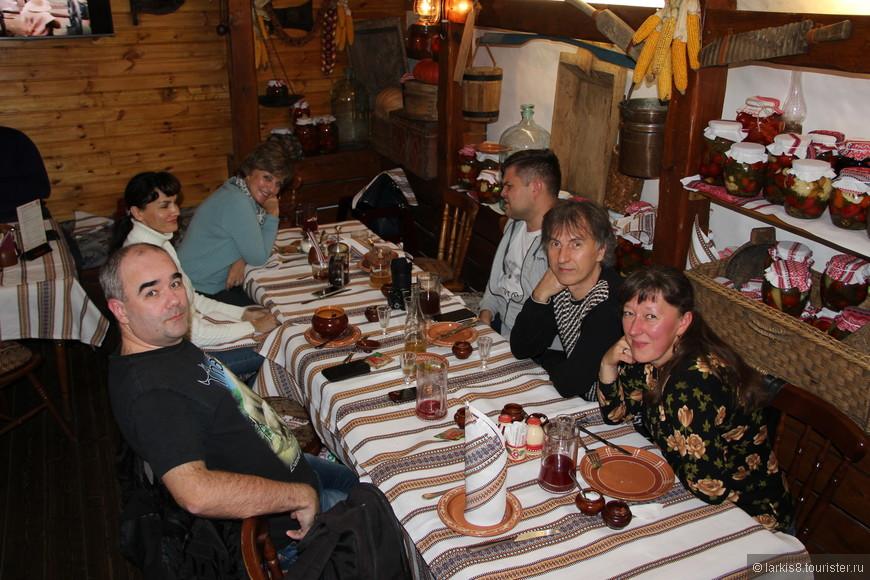 На последнем фото добавилась Наталья - жена Владимира. Очень интересная и обаятельная пара, которые могут рассказать много познавательного!
