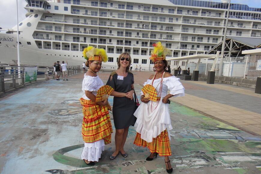 Встреча дорогих гостей на круизном причале столицы Гваделупы.