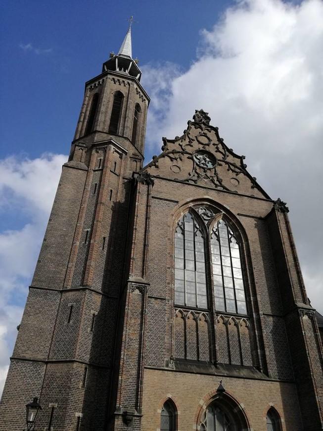Католический центр современной Голландии. Церковь Св. Екатерины.