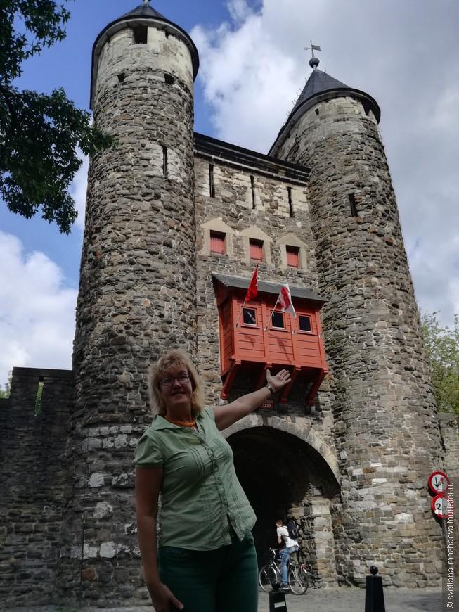 """Самые старые """"Адовы врата"""" (городские ворота) в Нидерландах. XII век.  Это часть старых бастионов, окружающих древний город."""