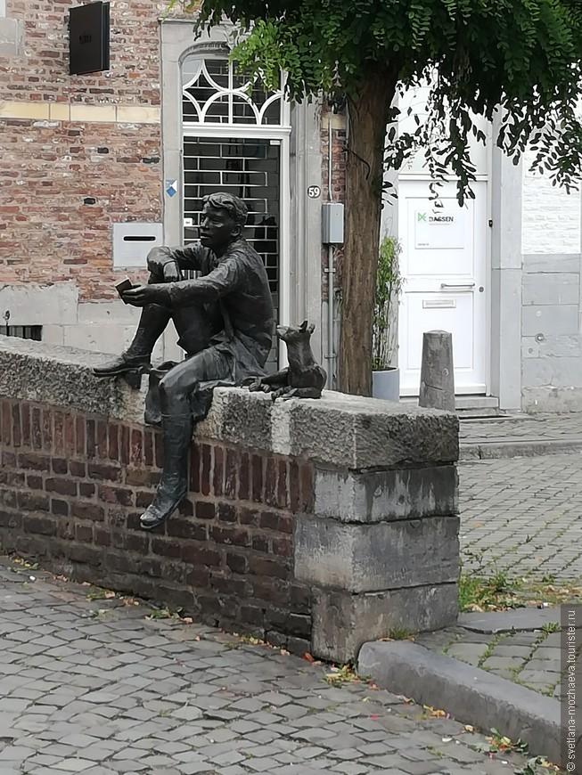 Таких малых скульптурных форм много в каждом городе Голландии. Но говорят, что Маастрихт занимает второе место после Амстердама, по их количеству.