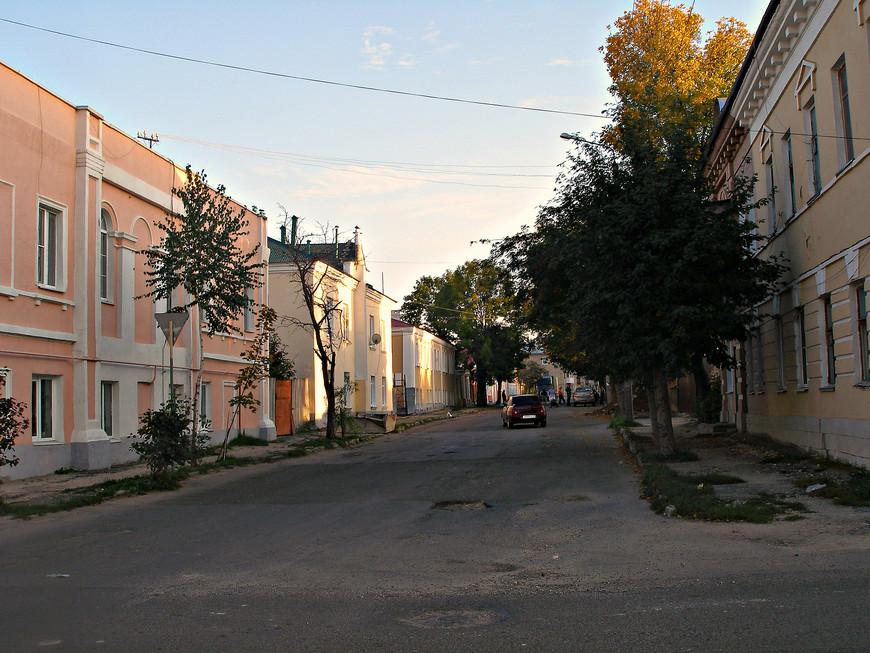 Колледж искусств имени Хренникова. Хренников, кстати, жил в Ельце. Здесь есть его дом-музей.