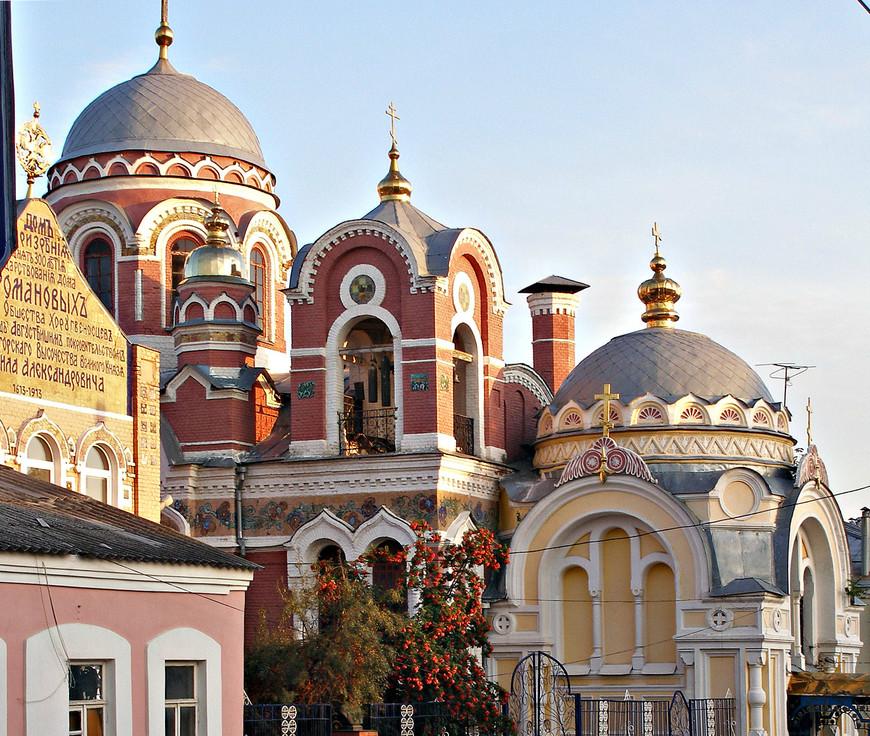 Великокняжеская церковь (Св. Михаила Тверского и Св. Александра Невского), часовня и богадельня.