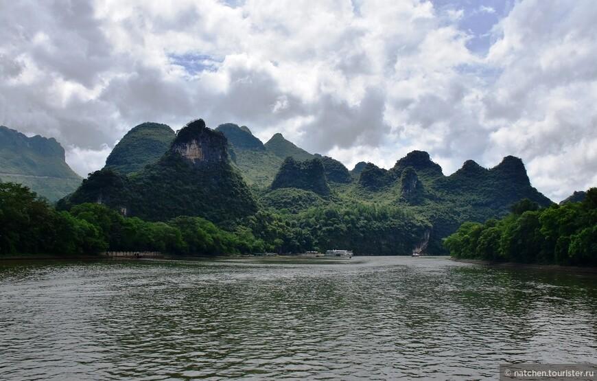 На участке между Гуйлинем и Яншо вдоль берега располагается около 40 000 гор, как указывается в разных источниках. Подтвердить эту информацию я не могу, т.к. сама, конечно, горы не считала.