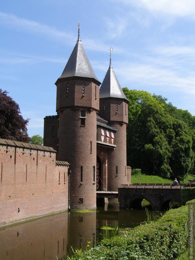 Замок Де Хаар, первые ворота.