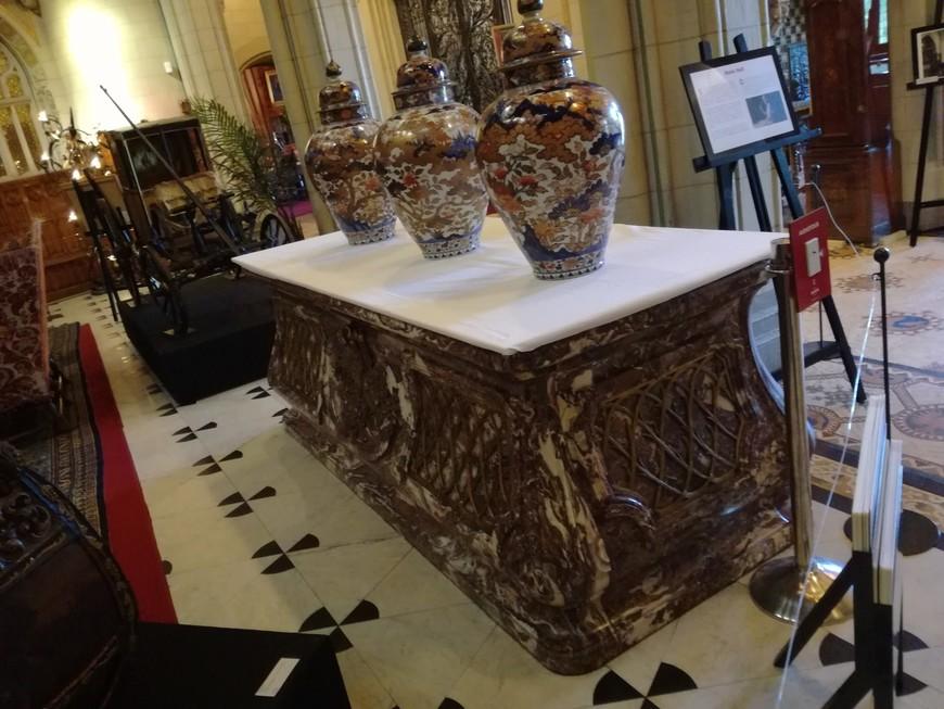 Старый саркофаг (выполнен в 19 веке), использовался для охлаждения шампанского.