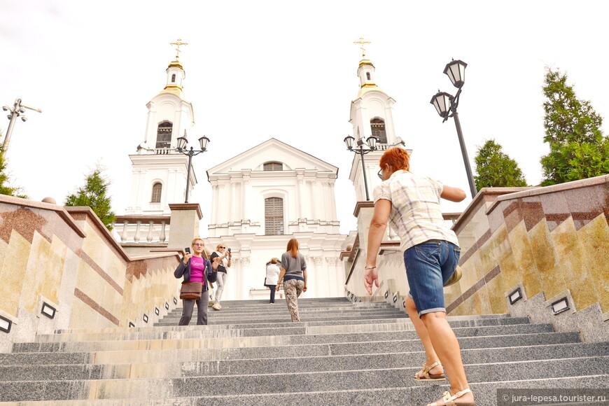Спокойствие и размеренность нарушают лишь энергичные и неспокойные туристы.Оно и понятно,надо все успеть а времени как всегда мало.