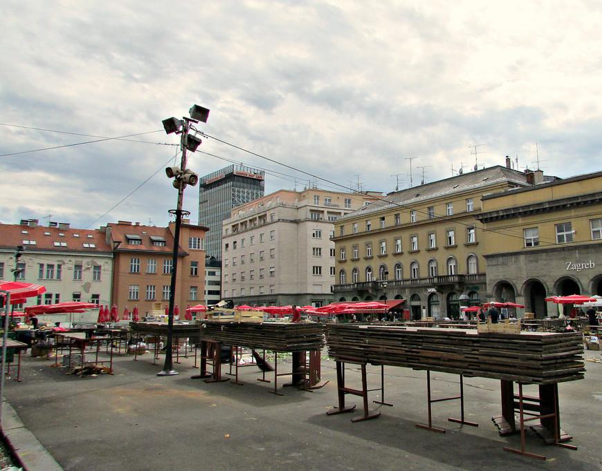 Неподалеку от Кафедрального собора располагается знаменитый Загребский продовольственный рынок Долац. Но мы явились вечером, когда торговля подошла к концу.