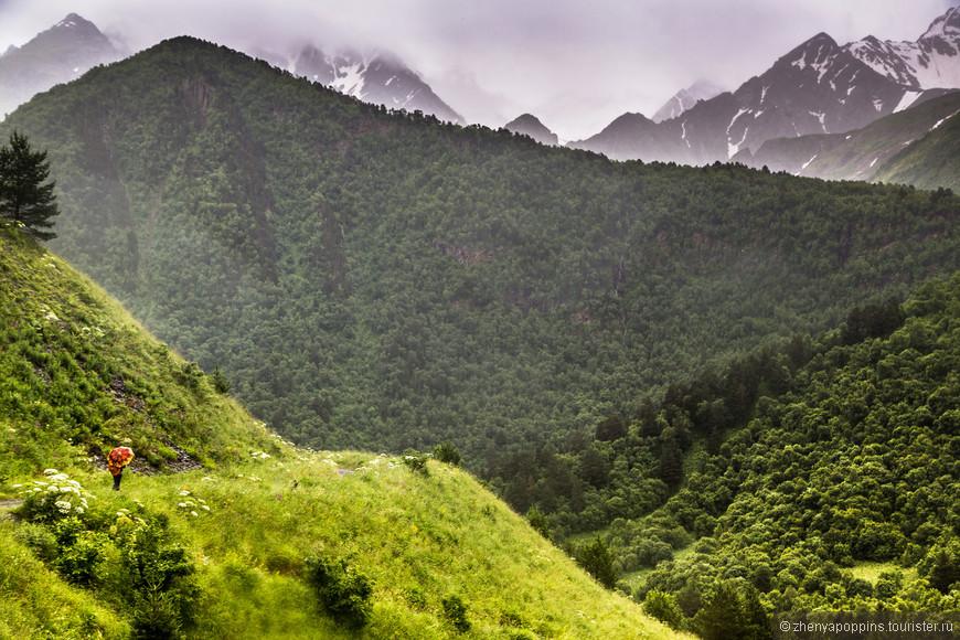 Зонтики в горах редко пользуются популярностью среди  профи, оказывается, это может быть очень удобно и даже  стильно!