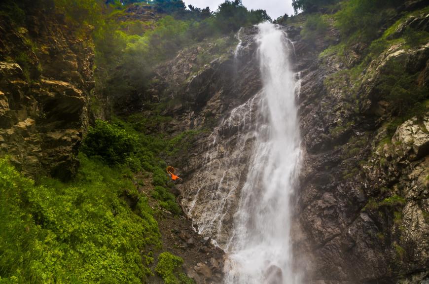 """Увы,  но я не знаю названия ни одного увиденного водопада.  Вообще водопады на Кавказе часто зовутся все,  как один: """"Девичьи косы - девичьи слёзы"""""""