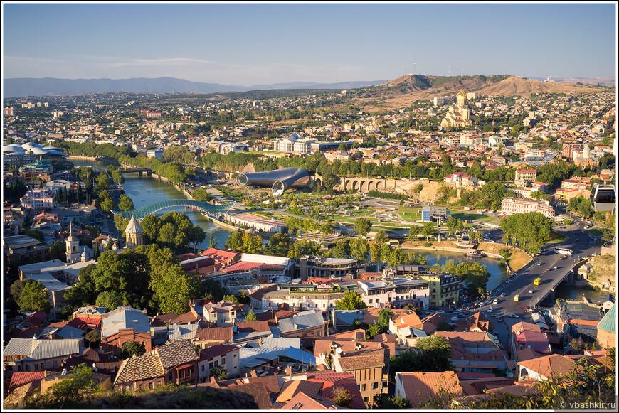 Вид на Тбилиси от крепости Нарикала.