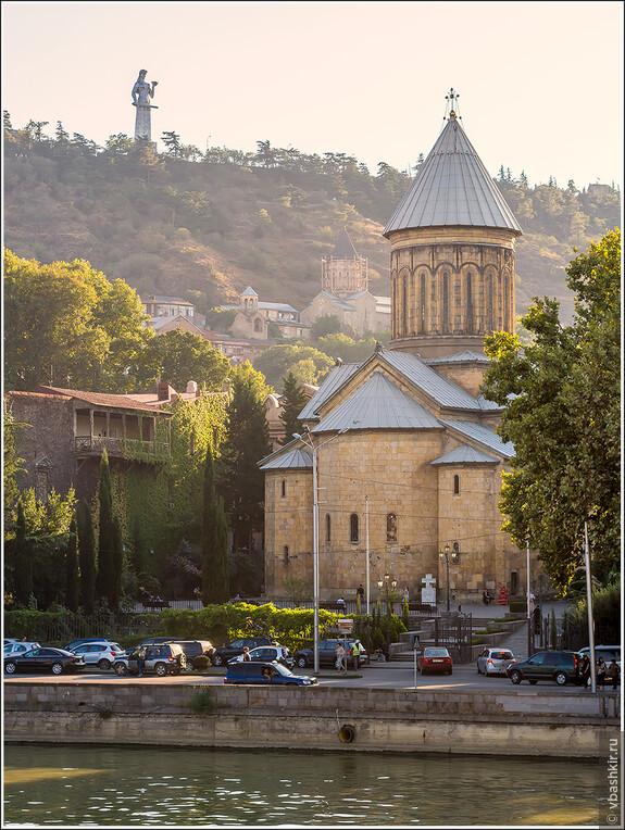 Церковь Сиони и Картлис Деда (Мать Грузия).