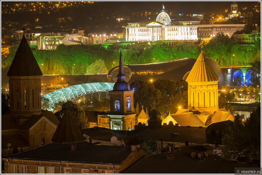 Вечерний Тбилиси. Вид с нашего балкона.