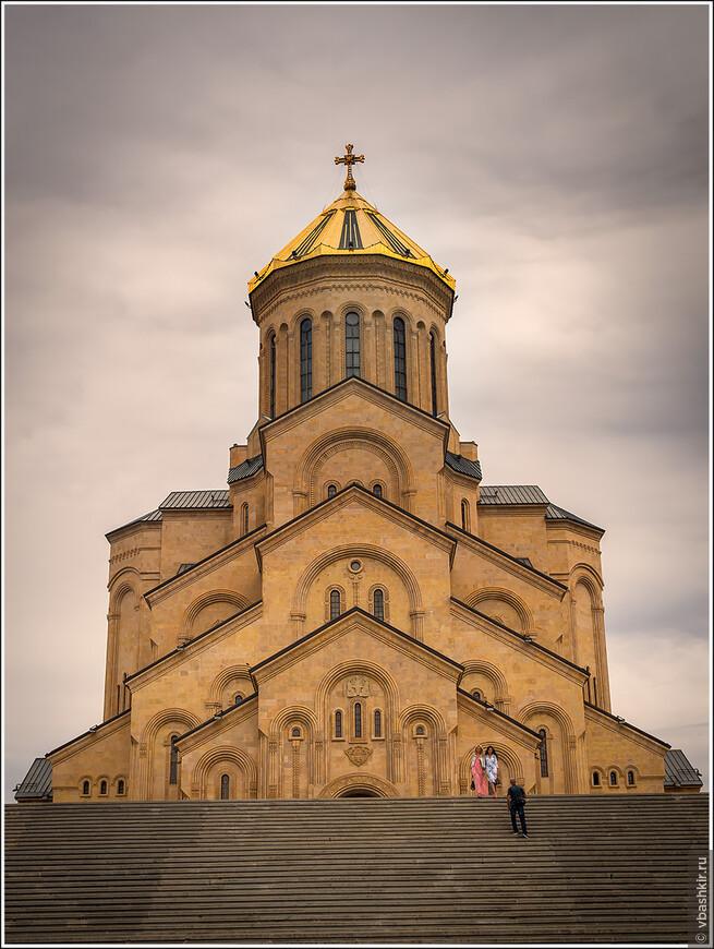 Цминда Самеба - главный православный собор Грузии.