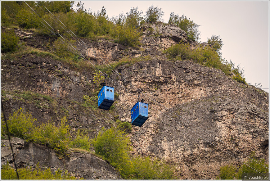 Чиатура. Эта канатная дорога поднимает людей к марганцевому руднику. Мы тоже поднялись (это бесплатно).