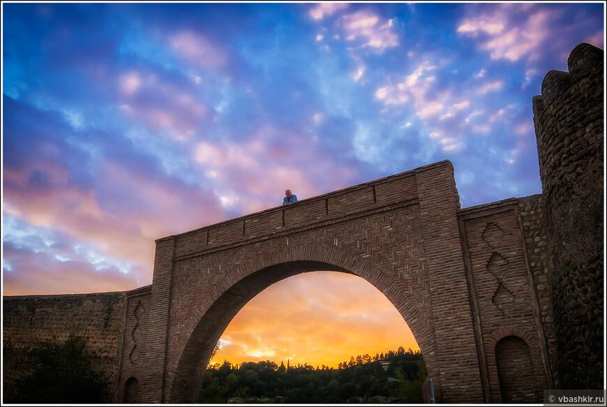 Закат у крепостной стены Сигнахи.