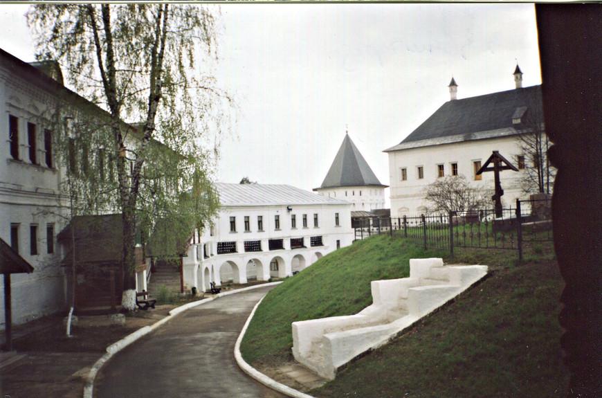 Малый келейный корпус и угол дворца Алексея Михайловича.