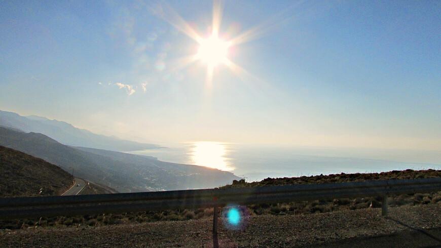 Дух захватывало от высоты, скорости, ветра, солнца, моря и суровых  гор.
