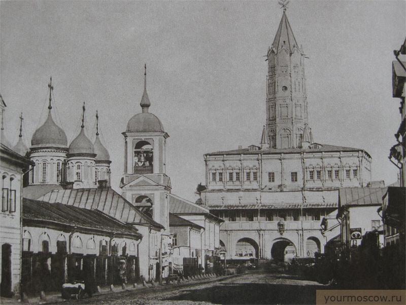 Храм Живоначальной Троицы и сухаревская башня . Фото из интернета