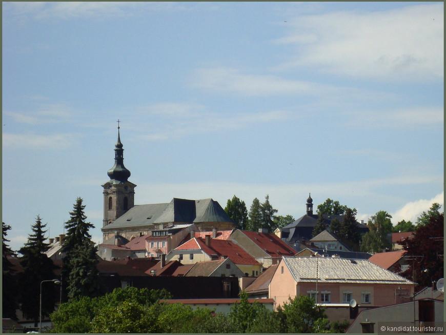 """Многие города Богемии - Карловы Вары, Хеб, Пльзень, мы уже посещали (заинтересовавшимся - См.: альбомы). Поэтому наше внимание в этот раз было обращено на монастыри и замки, коих в этот регионе оказалось немало (вот ведь воистину раньше """"за лесом деревьев не увидали"""".... или наоборот). Вот, например, городок Тепла, километрах в 20 от МЛ."""