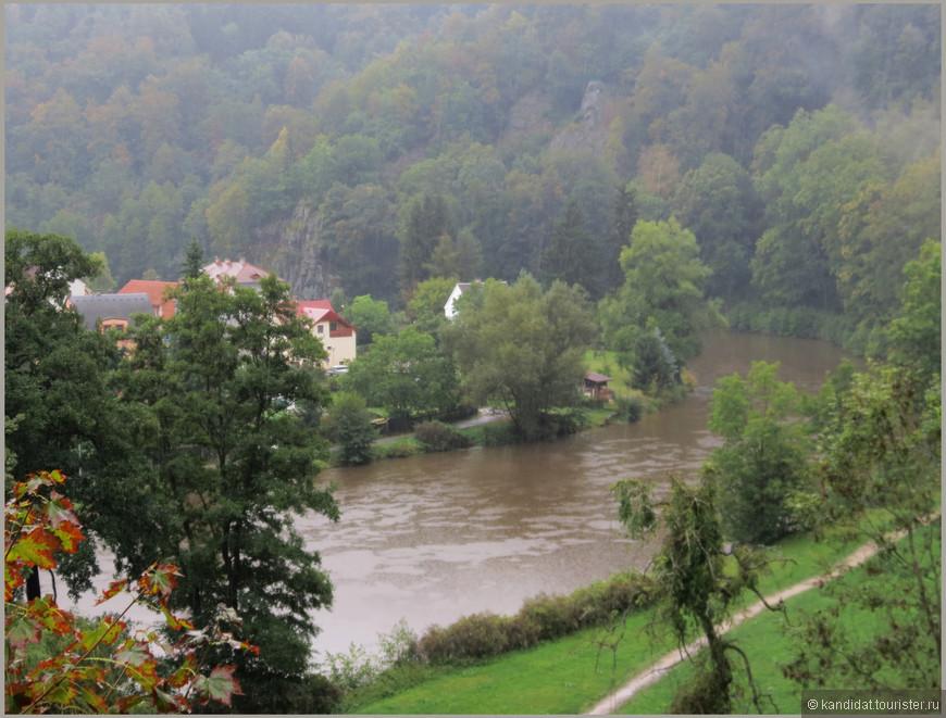 Река Огрже, делает такой вот поворот. Городок  Локет, что рядом с Карловыми Варами...