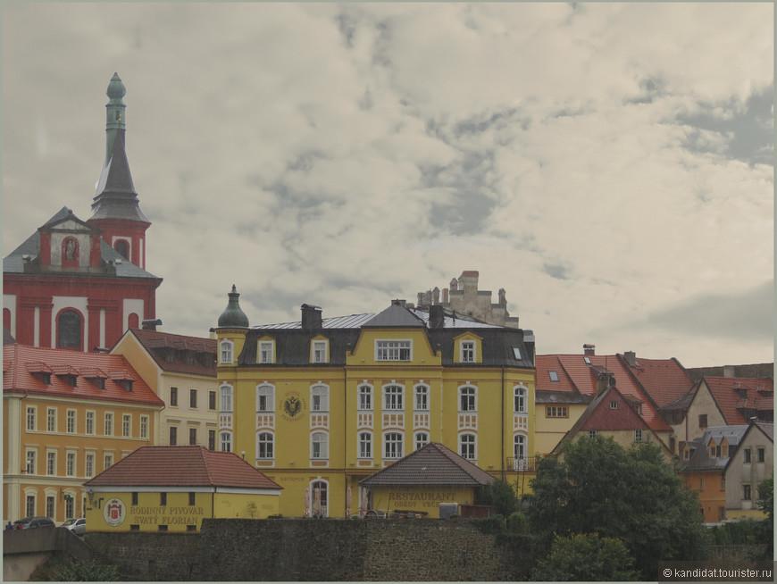 Не менее, чем сам замок интересен и городок вокруг него.